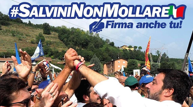 #SalviniNonMollare raccolta firme a Orzinuovi